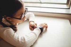Sind Smartwatches in der Schule verboten?